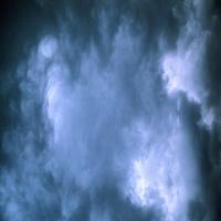 Голубое небо c легкими облаками, благодать