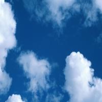Синее небо c перистыми тучами, умиротворение