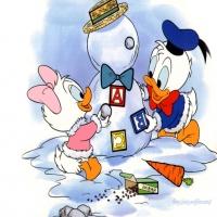 дети поночка и Дак играют с буквами