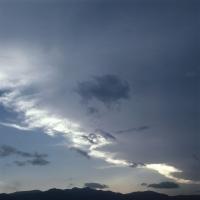 Голубое небо c перистыми облаками, независимость