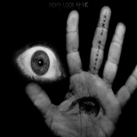 глаз выдран из руки