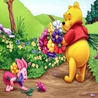 Пятачок и Винни собирают цветы