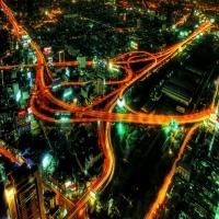 Мост ночью, магистраль