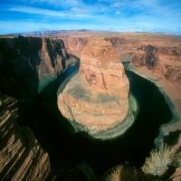 Аризона большой каньон красные камни зеленая вода